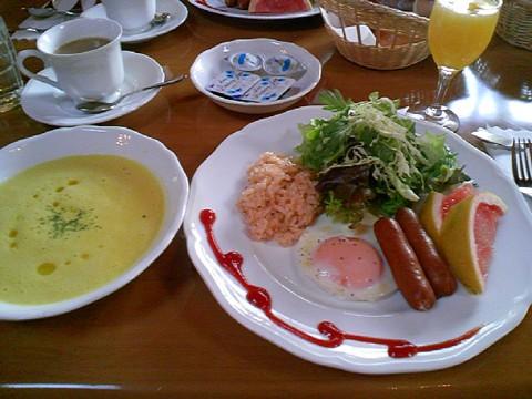 10発散スキー朝食♪.jpg
